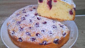 Рецепт домашнього вишневого пирога на швидку руку