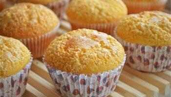 Як приготувати дуже смачні і ніжні сирні кекси всього за три кроки