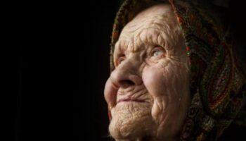 Бабуся та внучка - історія життя