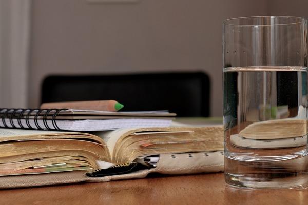 9 причин пити більше лимонної води (для здоров'я і краси)