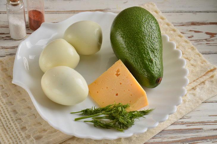 Яйця, фаршировані авокадо і сиром - смачна закуска за лічені хвилини