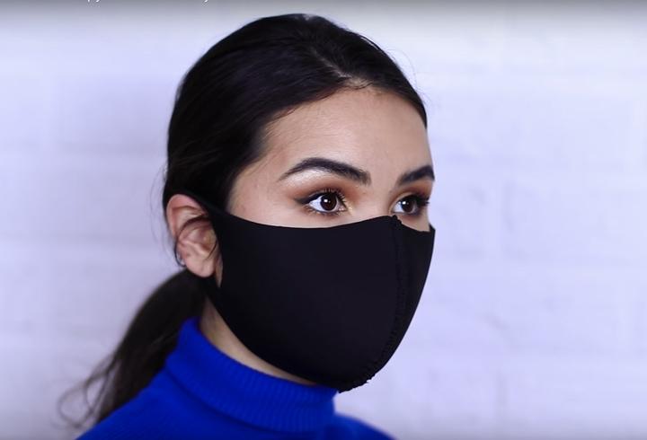 Два варіанти саморобних масок для обличчя, які можна зробити за п'ять хвилин
