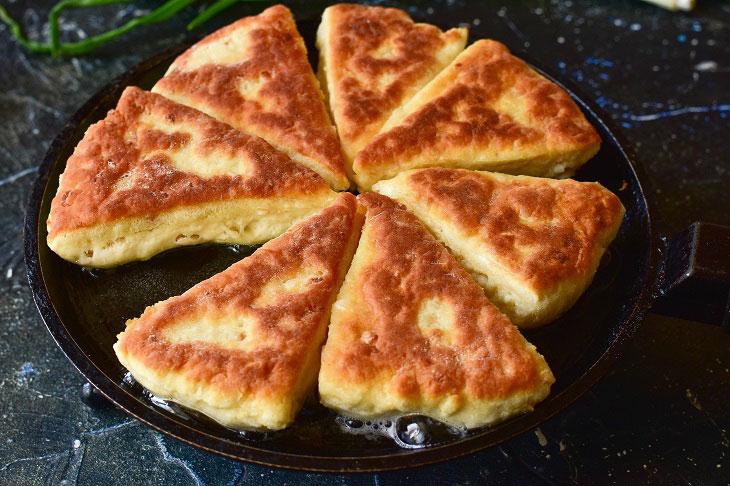 Сирні трикутники на сковороді - незрівнянна закуска