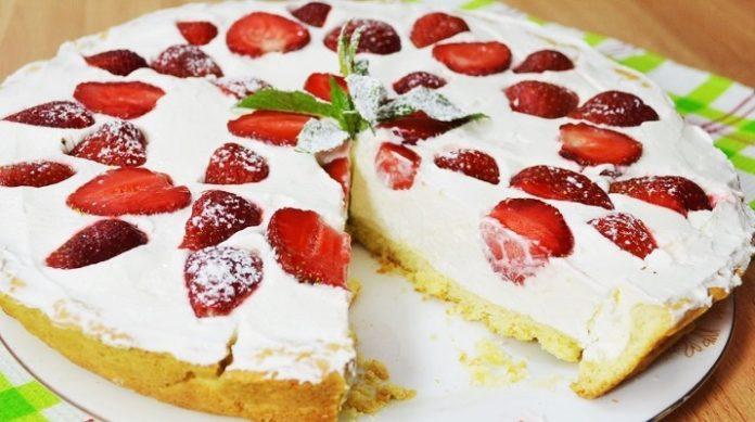 Полуничний торт з сирним кремом - рецепт приготування