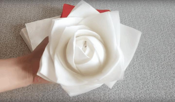 Роза з серветок за 30 секунд за допомогою звичайної банки