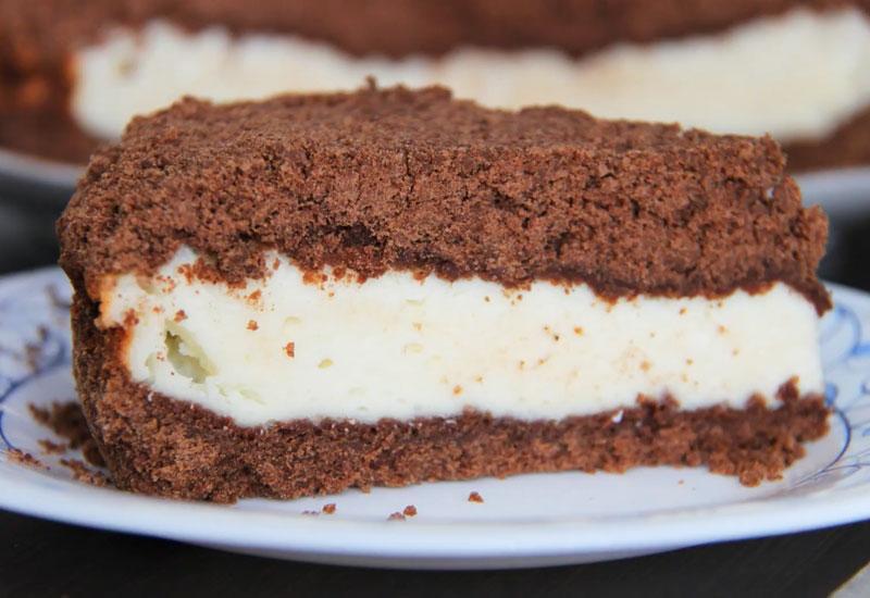 Шоколадний пиріг з сирною начинкою - рецепт приготування