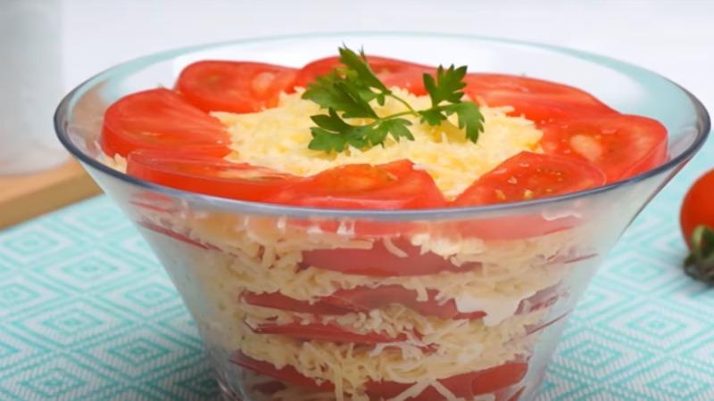 Салат з помідорами і сиром - рецепт приготування