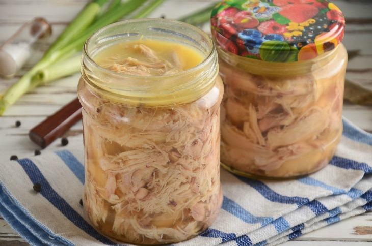 Смачна домашня тушонка з курки - рецепт приготування