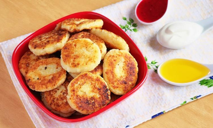 Смачні яблучні сирники - рецепт приготування