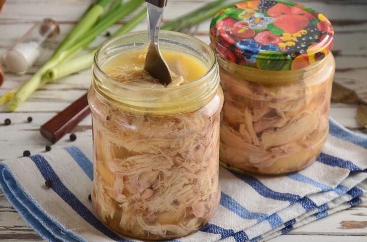 Як приготувати тушонку з курки в каструлі - ніжна і смачна домашня заготовка