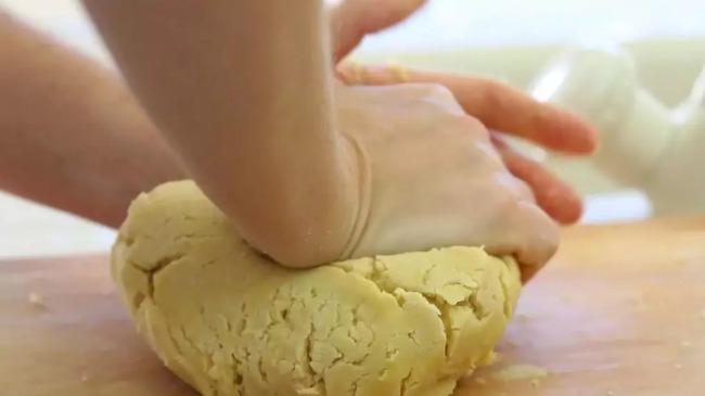 Рецепт смачного пирога з пісочного тіста і винограду
