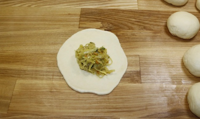 Знайшла ідеальний рецепт пишних, повітряних і дуже смачних пиріжків з капустою
