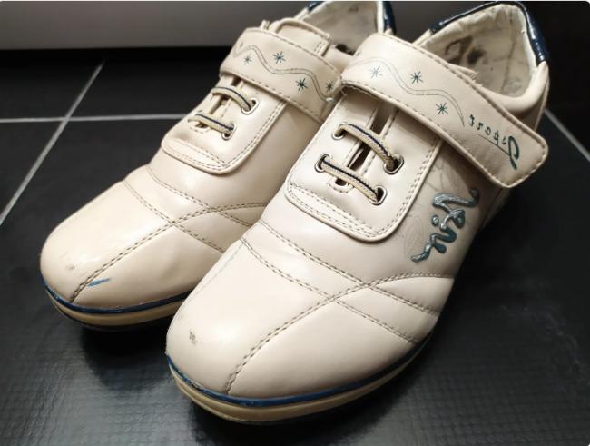 Як відбілити білі кросівки, кеди, брудну підошву від жовтизни за 5 хвилин