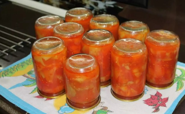 Бабуся поділилася рецептом смачної закуски: лечо з перцю і помідорів