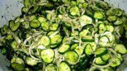 Смачний салат «Сирий» – без теплової обробки! Часникові свіжі огірочки на зиму