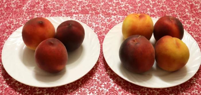 У магазині тепер завжди беру персики «хлопчики» - вони солодші. Розповідаю, як їх відрізнити