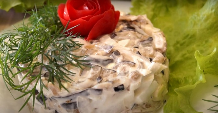 Приготувала розкішний салат з простих продуктів і здивувала гостей. Легкий, ніжний, але ситний