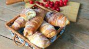 Рогалики з кремом – повітряні рогалики, які готують за цим рецептом в кондитерських