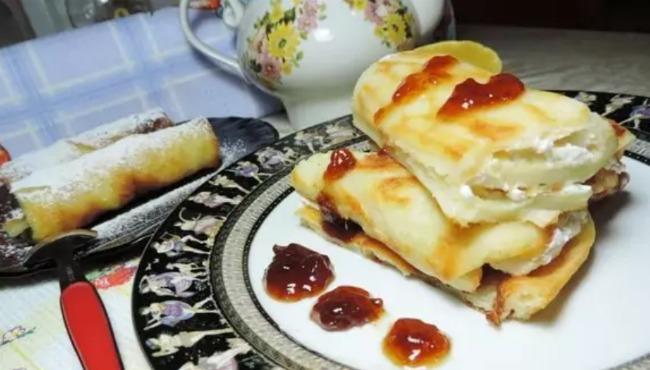 Готуємо гору солодких млинців без довгого смаження на сковороді: рецепт ледачих млинців