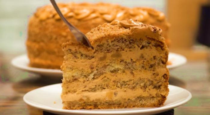 «Багато солодкого шкідливо, а мало - прикро»: торт «Карамельна ніч» з горіхами