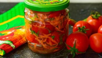 Салат з помідорів і перцю – прекрасна заготівля на зиму