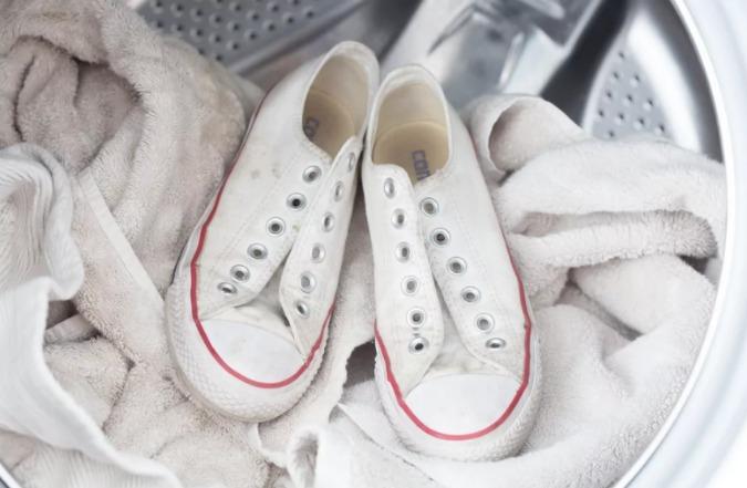 Як відіпрати кеди і кросівки в машинці і при цьому їх не зіпсувати