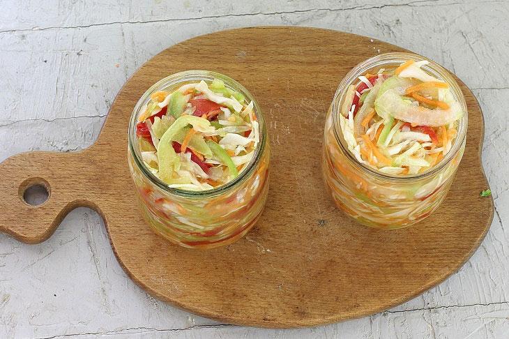 Салат з капусти на зиму - корисна і бюджетна заготівля