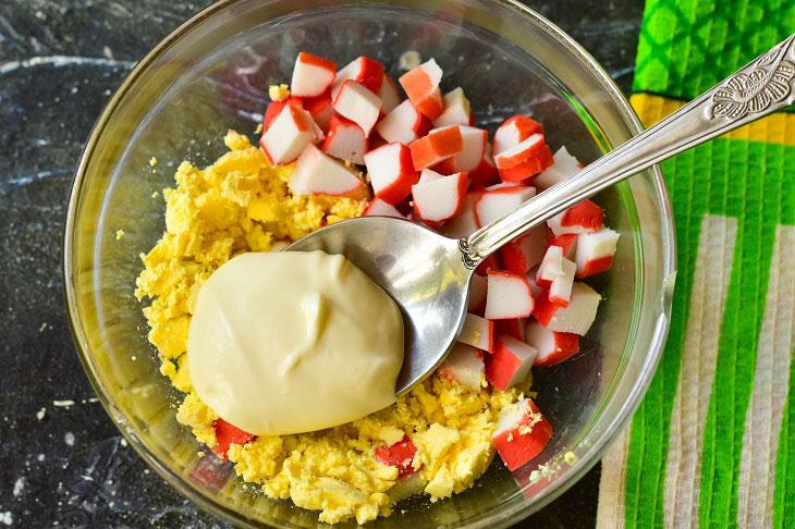 Яйця, фаршировані крабовими паличками - смачна і святкова закуска