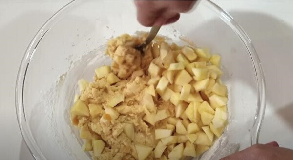 Знайома італійка навчила готувати яблучне експрес-печиво. Не натішуся рецептом