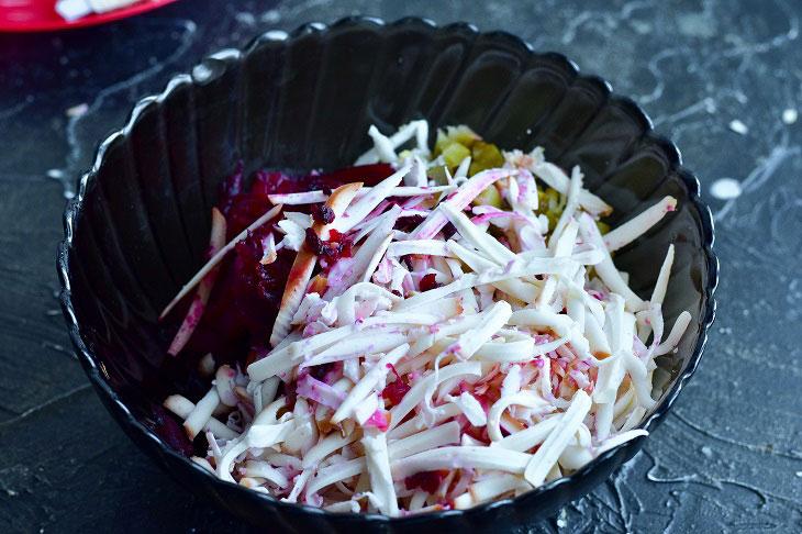 Смачний овочевий салат «Родзинка» з недорогих інгредієнтів