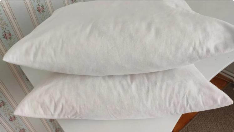 Не можу більше дивитися на жовті плями на подушках, ще й пил стовпом. Мій метод прання: простіше простого