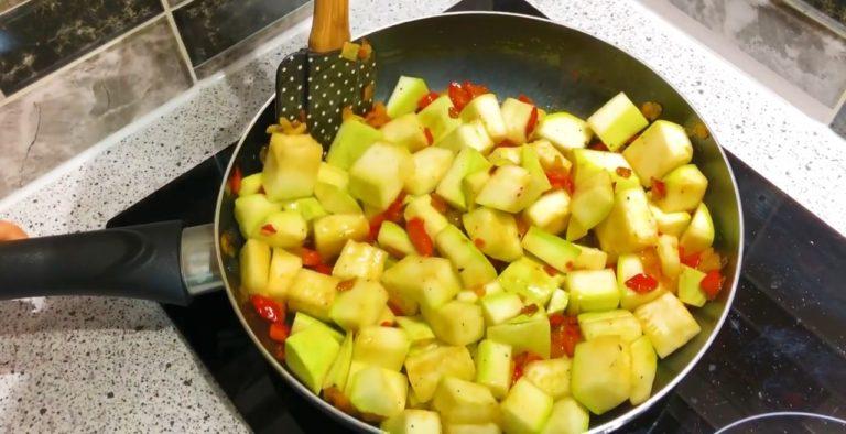 Все геніально і просто: Один кабачок або як нагодувати сім'ю легкою і ситною вечерею