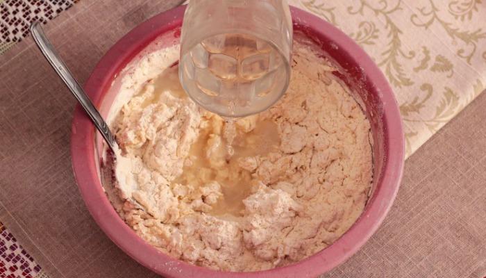 Подруга навчила робити пишні пиріжки з швидкого дріжджового тіста