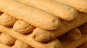 Як приготувати печиво «Дамські пальчики» – його використовують в десерті Тірамісу