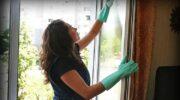Чому підвіконня у мене стали білосніжні, а вікна відмиваю без розводів і хімії