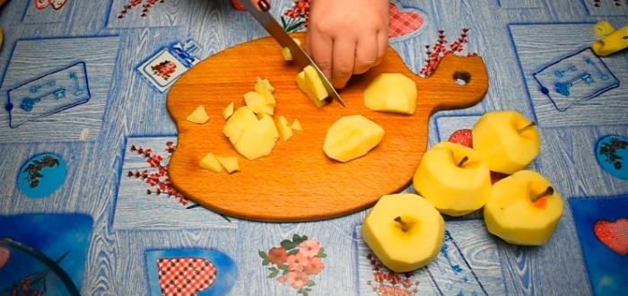 Шалено смачний Яблучний пиріг без замішування тіста