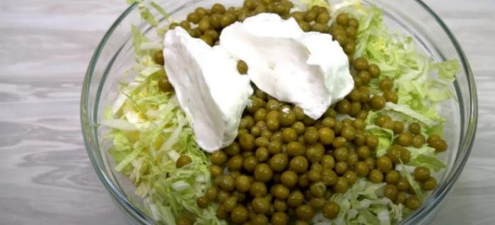Салат з пекінською капустою на кожен день і рецепт заправки замість майонезу