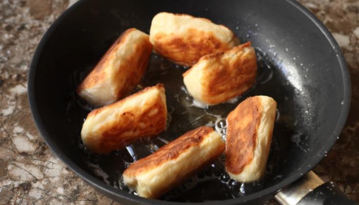 Це просто смакота: ділюся рецептом дуже смачної сирної випічки до сніданку