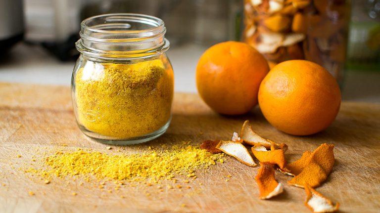 Перестаньте викидати мандаринову шкірку. Її можна використовувати в якості приправи, добавки до чаю і навіть при простудних захворюваннях
