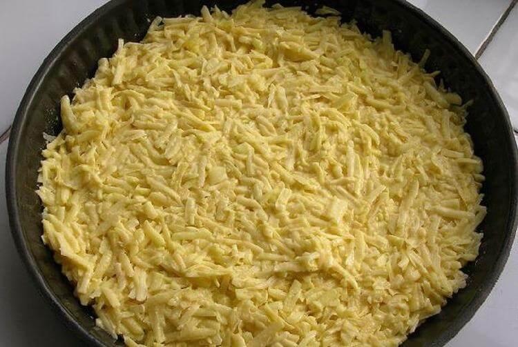 Просто змішала натерту картоплю з сиром і часником і відправила в духовку. А вийшло ось що