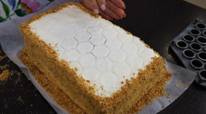 """Торт """"Медовик"""" за 30 хвилин без зайвих проблем"""