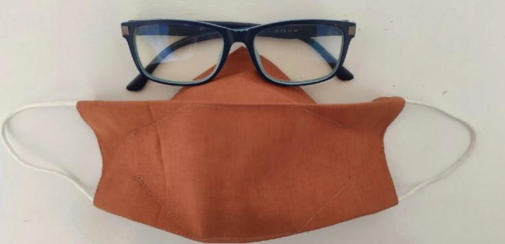 Мені набридло носити маску через постійно запітнілі окуляри. Покажу, як я її пошила, щоб цього уникнути