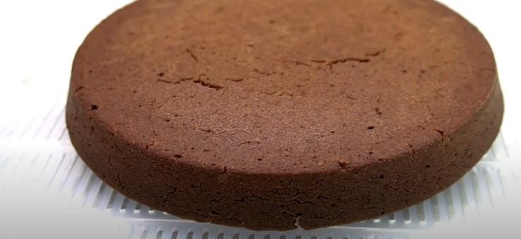Я просто змішую печиво з молоком, ставлю в духовку і отримую шоколадний торт. Ділюся рецептом