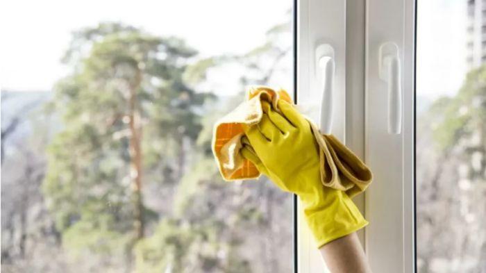Чим помити вікна, щоб скло не потіло