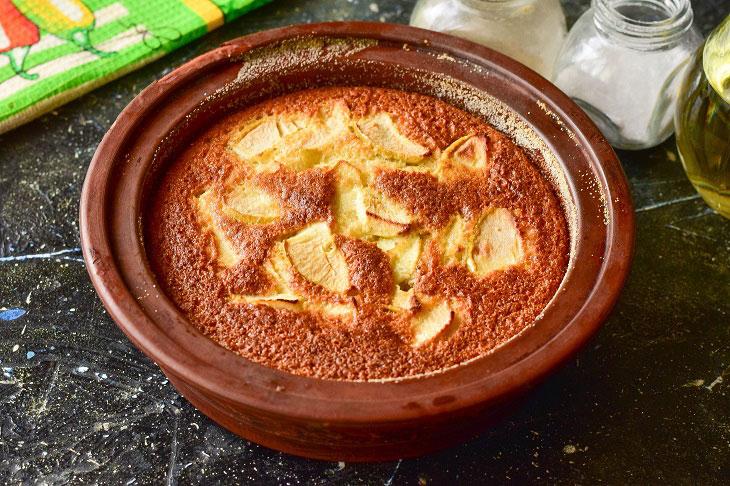 Манник на кефірі з яблуками - м'який, повітряний і апетитний