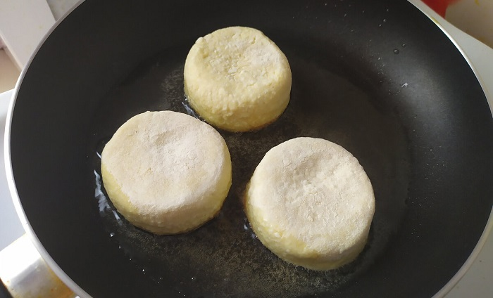 Щоб сирники були пишними без борошна і соди, кладу секретний інгредієнт