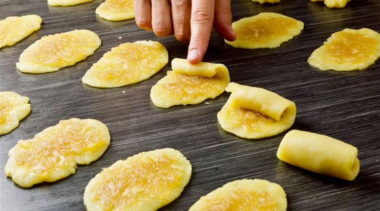 Яблучні трубочки: хрумтять і з'їдаються по 30 штук за раз