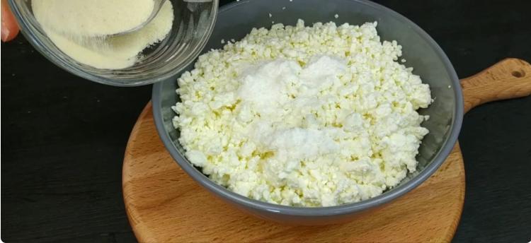 Подруга з села навчила готувати «правильні» сирники: ділюся рецептом