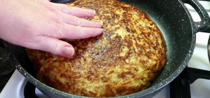 Часто роблю з капусти цю смакоту на сковорідці - і пиріг, і гарнір