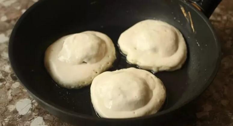 Коли хочеться біляшів, але не хочеться морочитися з дріжджовим тістом, готую їх так: швидко і смачно
